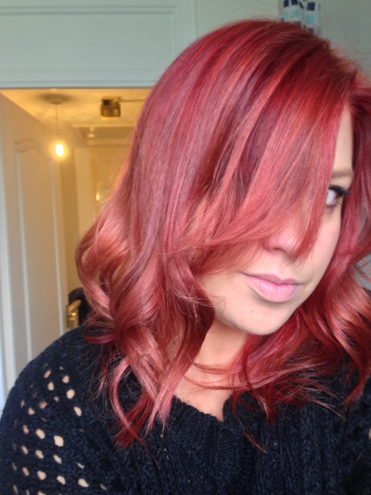 Garnier Nutrisse Ultra Color Hair Colourant Fiery Red 660  Dark Brown Hairs