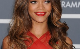 rihanna-grammy-awards-2013-1360591079-view-0